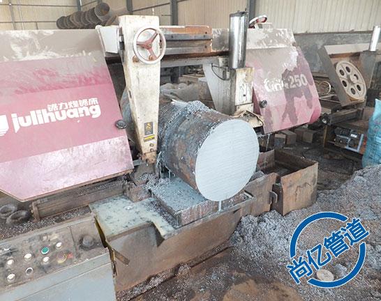 法兰生产原材料切割